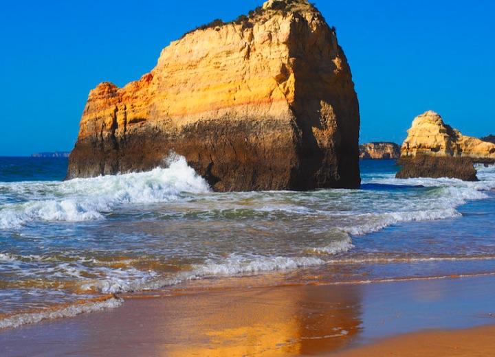 praia dos tres castelos portimao algarve