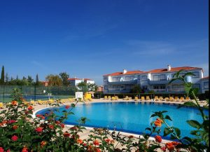 outdoor-pool-algarve-holiday-apartment